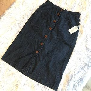 Denim skirt with buttons NWT